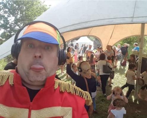 festival tent met kinder stille disco, triade, stretchtent met dj